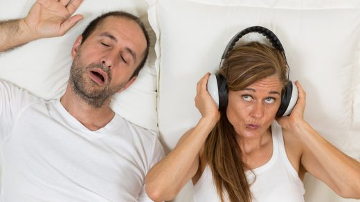 Woman can now sleep because it has a soundproof headphones to avoid hearing her husband snoring